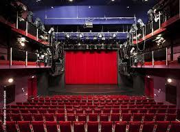 Der Besuch der alten Dame – Klassen 9 im Theater