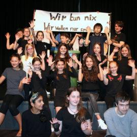 Theaterkurse präsentieren Stücke
